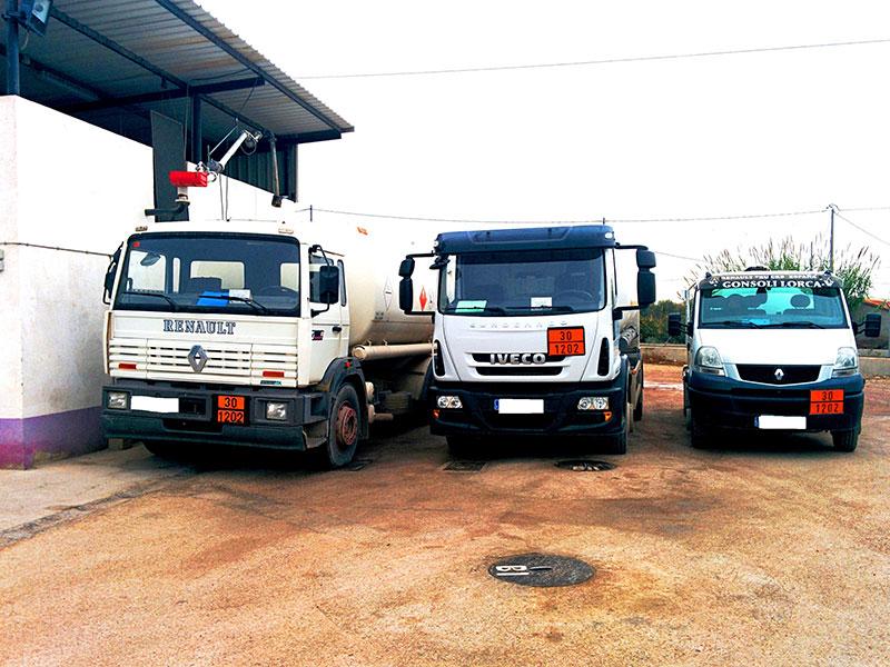 Camiones de Petrolorca para distribución de gasóleos